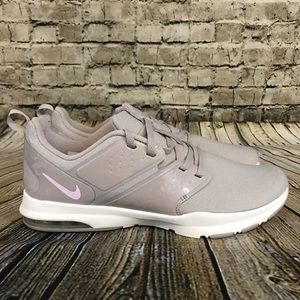 Nike Women's Air Bella TR Athletic Shoes Size 10
